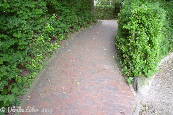 Rampe im Rosengarten (und eine rollstuhlgerechte Toilette gibt es hier auch)