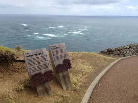Zwei Ozeane treffen aufeinander am Cape Reinga