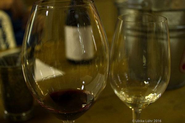 "Pinotage im Glas im ""Tasting Room"" bei Black Elephant Vintners"
