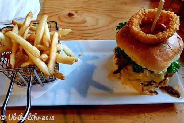 The Bears Den Burger Bar in Golden: Tatonka Bison Burger