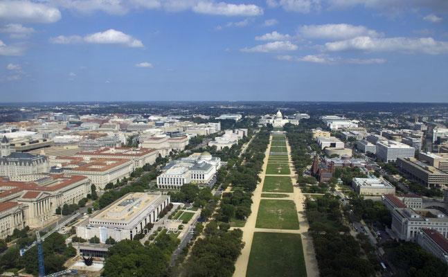 Blick nach Norden vom Washington Monument (mit dem Capitol)