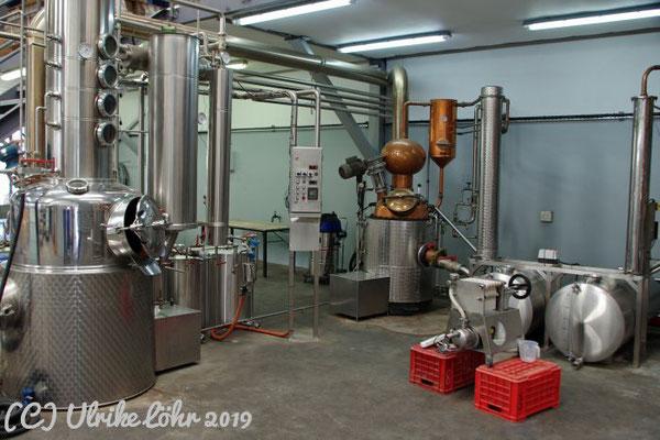"""Destillieranlagen vom Bodensee oder aus der badischen Ortenau, ererbt vom Großvater oder eigens aus der """"alten Heimat"""" importiert"""
