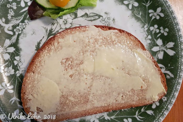gebuttertes Brot