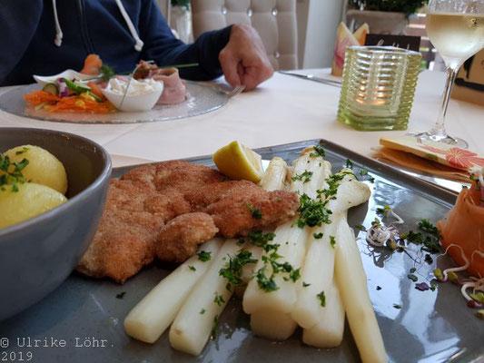 Alter Landkrug Nortorf: Spargel mit Schnitzel