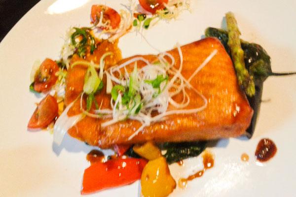 Lachs mit Teriyaki-Sauce
