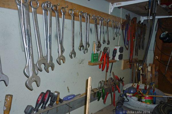 Schraubenschlüssel, ordentlich nach Größe sortiert