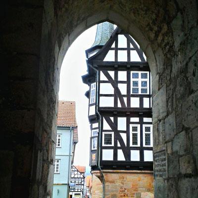 Blick von der Walpurgiskirche auf das Rathaus in Alsdorf