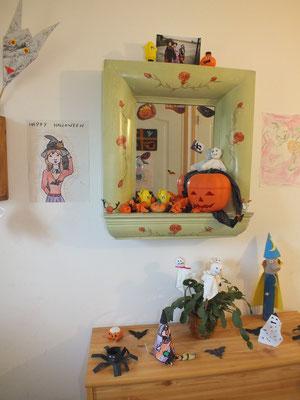 la décoration de l'entrée pour Halloween