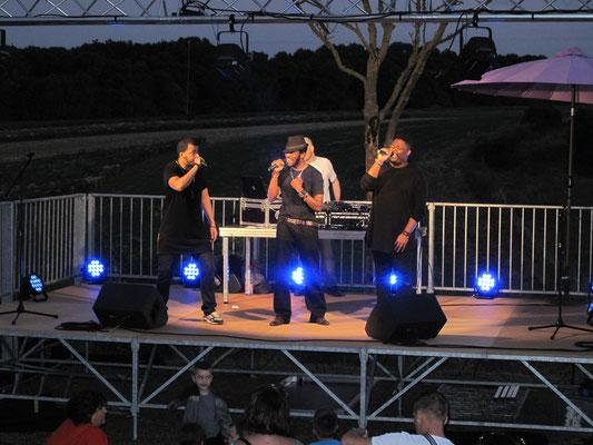 Les trois chanteurs ...