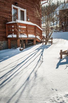 Зимовий день у Верховині. Сонячна садиба