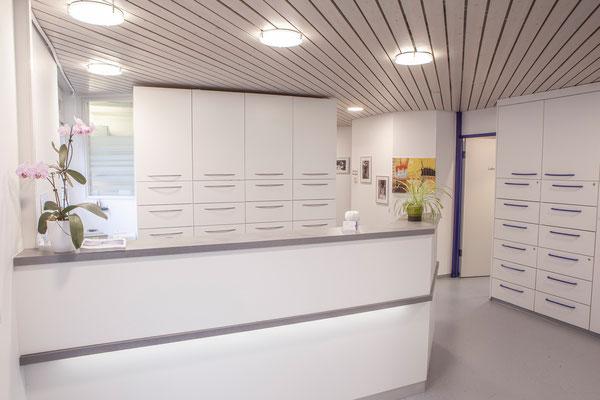 Rezeption, Empfang Zahnzentrum Fiedler Kenzingen, Spezialisten für Zahnheilkunde, Oralchirurgie und MKG-Chirurgie und Implantologie