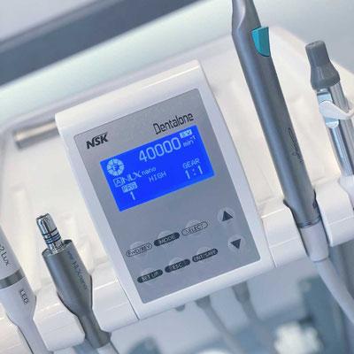 NSK Dentalone mobile Behandlungseinheit im Zahnzentrum Fiedler Kenzingen, Display, Technik, Hausbesuch, Zahnarzt Behandlung außer Haus
