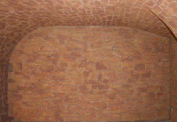 Materialimitation, Steinimitation, nach einem dreimaligem Farbauftrag, hier in Gelb.-und Rottönen, hat die Wand das gewünschte Aussehen.