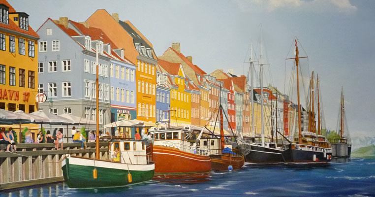 Die Wandmalerei einer Hafenszene mit Kuttern...