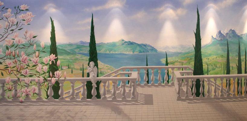 Gestaltung der Wand eines privaten Swimmingpools mit Blick von einer Terrasse in die südländische Landschaft und den Gardasee.