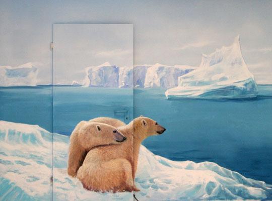 Türbemalung mit Eisbären am Nordpol Illusionsmalerei. Detailansicht der Eiswelt mit bemalter Türe. Durch die geschickte Integration der Türe in die Malerei wird die Türe fast unsichtbar.
