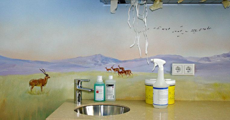Wandmalerei »Steppe« in einer Arztpraxis.