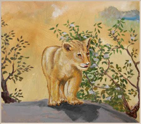 Afrikanische Savanne. Der Bildausschnitt mit Löwenbaby befindet sich an einer Ecksituation der Wandflächen.