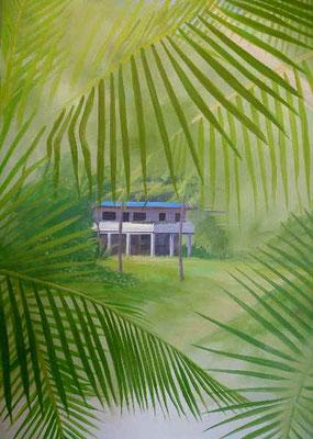 Ein Blick durch Palmen auf eine Lounge in der Karibik