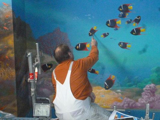 Arbeitssituation während der künstlerischen Ausarbeitung der Meerwelt in der Karibik.