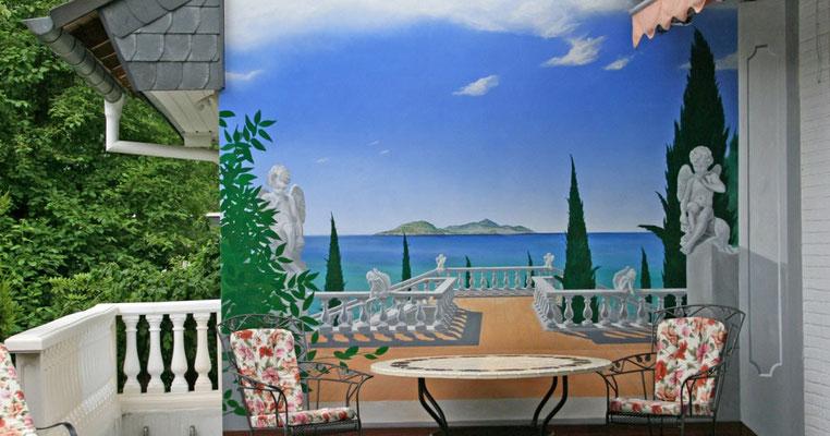 Fertiges Bild. Der reale Terrassenboden setzt sich im Bild fort und schafft einen nahtlosen Übergang in die Landschaft.