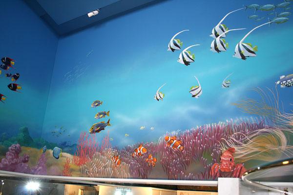 """Wandbild 2 der """"Tropische Unterwasserwelt"""" mit Goldband-Süßlippen, Wimpelfischen, Clown-Anemonenfischen."""