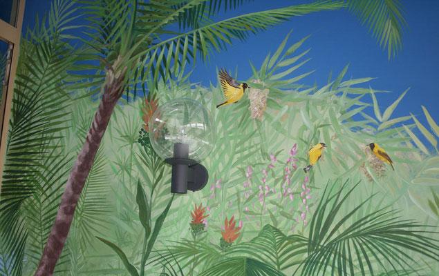 Bildausschnitt der Wandmalerei mit einem Vogelmotiv.