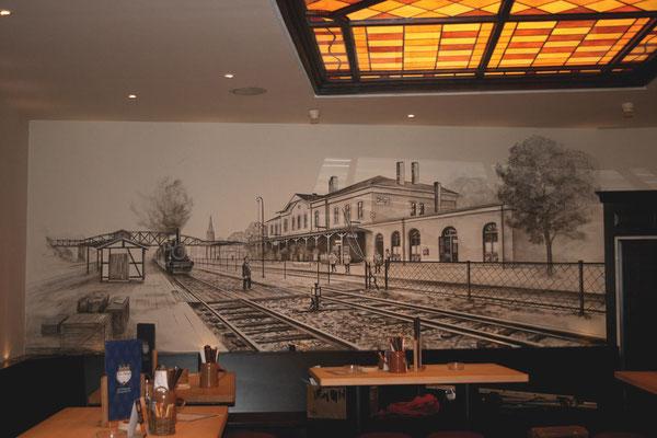 Das Wandgemälde zeigt den Bahnhof Solingen Ohligs.
