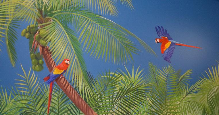 Wandmalerei; Aras in tropischer Flora