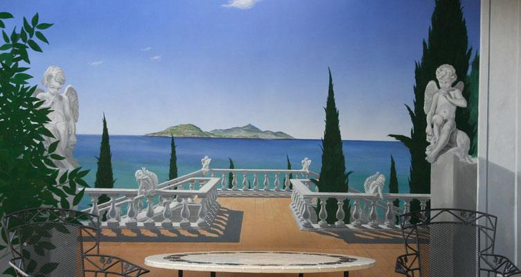 Illusionsmalerei einer mediterranen Terrasse mit Blick auf Ischia.