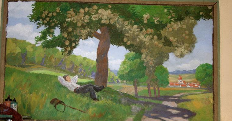 Restaurierung: Da die Farbschichten des Wandbildes stark verblasst und teilweise abgeblättert waren, wurde es stufenweise in frischen Farben wiederhergestellt.
