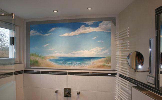 Diese Illusionsmalerei bewirkt, dass sich das Bad zur Nordsee hin öffnet.