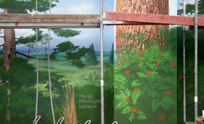 Detail im unteren Bereich: Blick in die Landschaft.