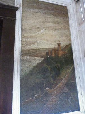 Die rechte Bildtafel mit Burg Katz. Durch die Verschmutzung der letzten 100 Jahre sind Farbe und Motiv kaum noch zu erkennen.