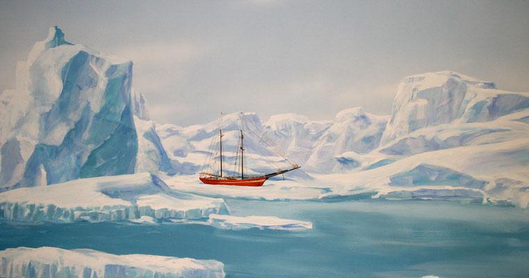 Auf diesem Wandbild ist ein Forschungsschiff in den eisigen Weiten der Artiks eingeschlossen.