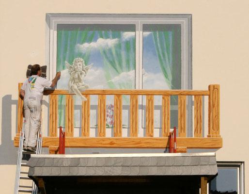 Detail: Illusionsmalerei eines Balkons.