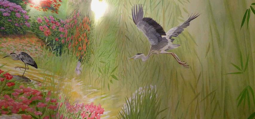 Die fertige Wandmalerei der Fischreiher.
