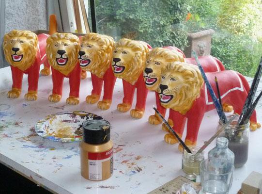 Miniatur-Versionen des Löwen waren ebenfalls beauftragt.