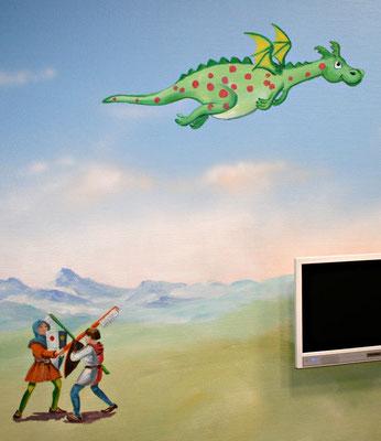 Der lustige Drachen fliegt bei dieser Wandmalerei über eine Szene kämpfender Ritter.