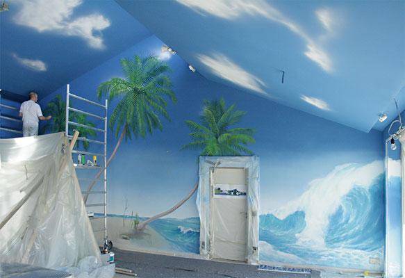 """Arbeitssituation bei einer kompletten Raumbemalung zum Thema """"Tropische Landschaft"""""""