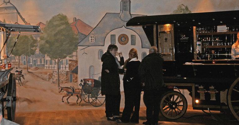Die vollendete Wandmalerei bei der Eröffnung des Sternensaals.