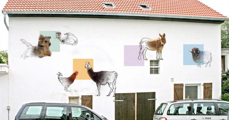 Moderne Fassadengestaltung einer Tierarztpraxis mit Tieren und farbigen Flächen.