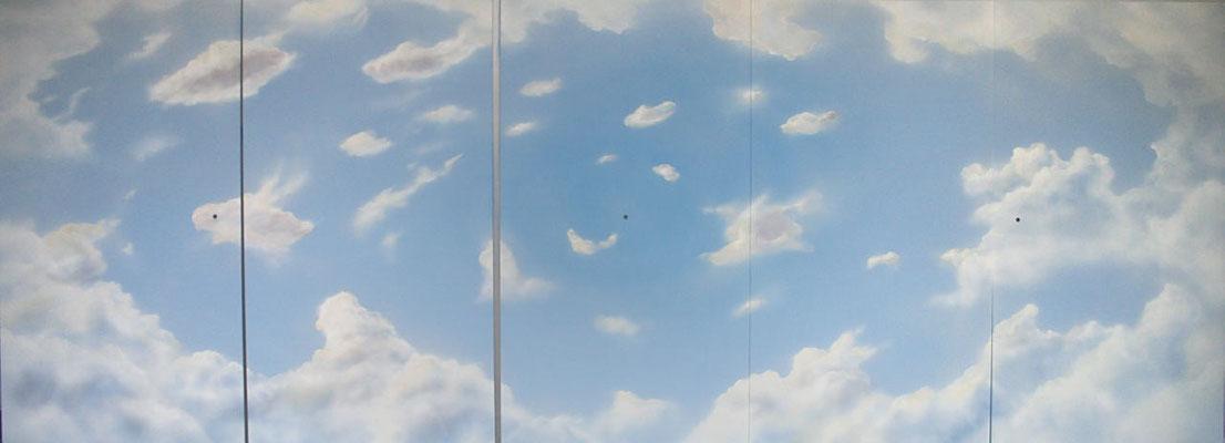 Wolken-Malerei. Vorbereitung für die  Deckenmontage in einer Jacht.