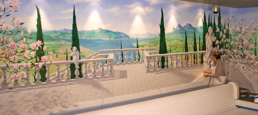 Das Wandgemälde wurde im Atelier erstellt und dann vor Ort in kuzer Zeit auf die Wand appliziert.