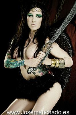 mujeres guerreras, imagenes mujeres guerreras, fotos mujeres guerreras, fotos angel, fotos mujeres guerreras, angel desnudo, mujer espada, broom, achilleos, luis royo
