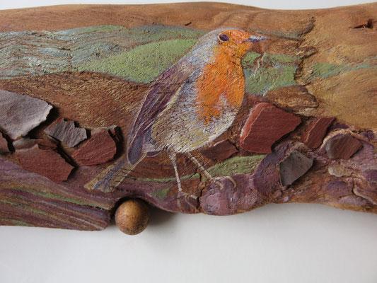 """Françoise Trotabas- """"Rouge gorge"""" - Ecorce d'eucalyptus - boule de galle de chêne -  peinture à l'huile - 55x16cm - 2015"""