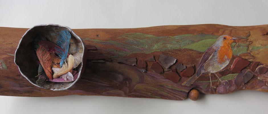 """Françoise Trotabas- """"Rouge gorge"""" - Ecorce d'eucalyptus - écorces de pin - boule de galle de chêne  - améthyste - demi coque de grenade - fruit de l'érable -  peinture à l'huile - 55x16cm - 2015"""