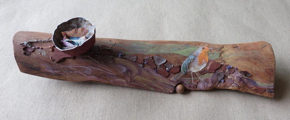 """Françoise Trotabas- """"Rouge gorge"""" - Ecorce d'eucalyptus - peinture à l'huile - 55x16cm - 2015"""