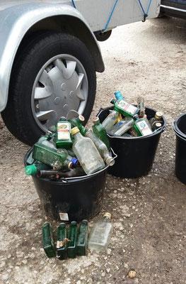 Zwei Eimern Flaschen – wir sammeln stets auch immer Müll ein, der am Straßenrand liegt.- Das war die Ausbeute aus Zülpich