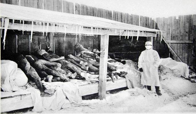 Los prisioneros chinos recibían el nombre de marutas (madera para quemar). En esta imagen sus cuerpos congelados esperan ser analizados.
